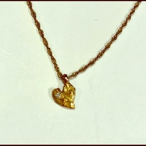 Jewelry - Tiny gold heart necklace with mini diamond.